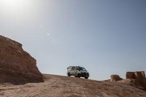 Eine Frau reist allein im Terracamper bis in den Iran.